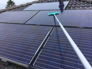 PV rendement ? stuur de glazenwasser eens het dak op !!